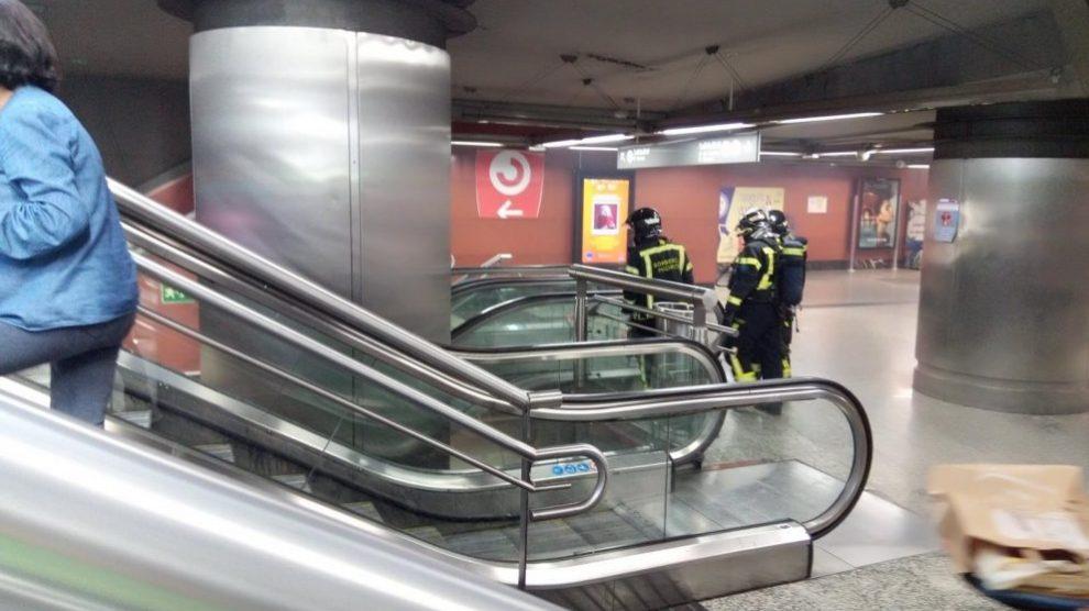 Bomberos en la estación de Metro de Sol (Madrid) @RedesSociales