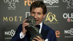 Antonio de la Torre con el Goya (AFP)