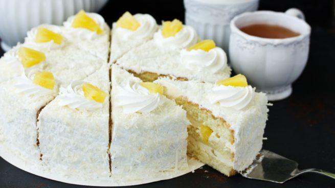 Receta de pastel de piña y queso fresco con base de chocolate blanco