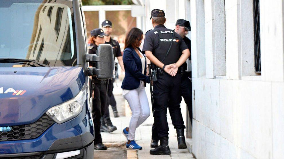 Ana Julia Quezada en su entrada a la Audiencia de Almería. Foto: EFE