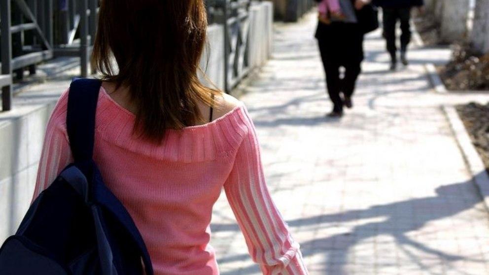 Ir andando al colegio, una actividad recomendada para los niños