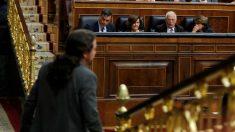 El líder de Unidas Podemos, Pablo Iglesias, pasa ante los miembros del Gobierno