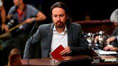 Pablo Iglesias subiendo a la tribuna del Congreso de los Diputados.
