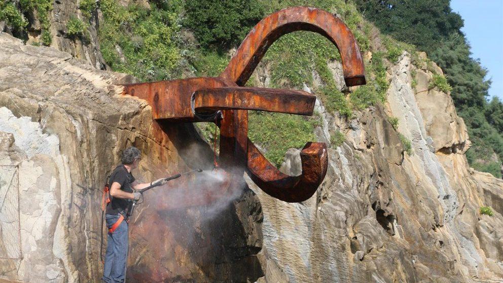 Peine del Viento de Chillida en las labores de limpieza @EP