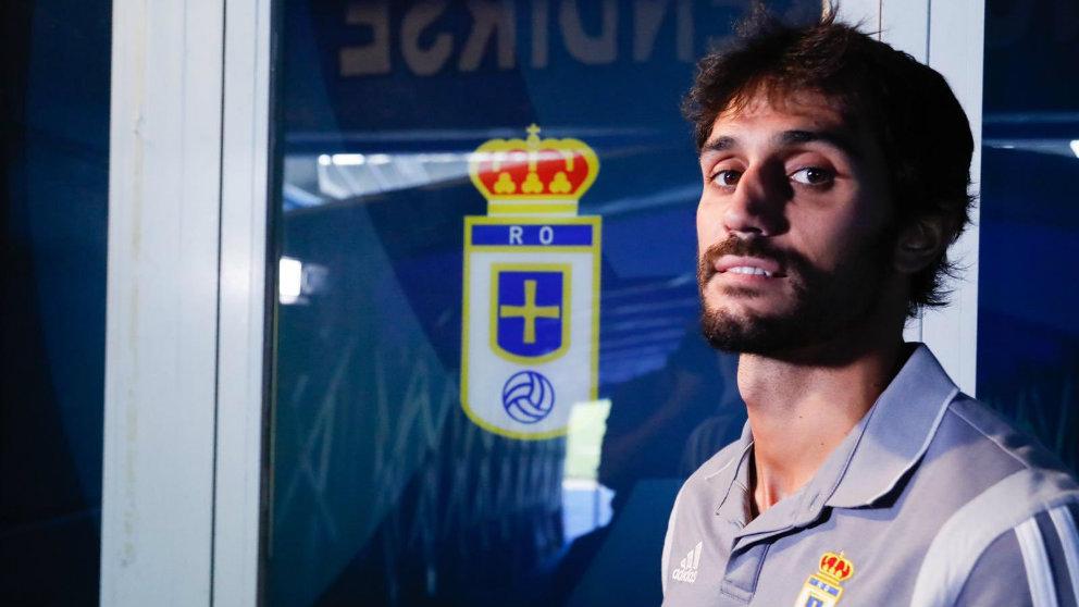 Alejandro Arribas posa con los colores del Real Oviedo (@A_Arribas5)