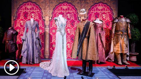 Uno de los sets de Juego de Tronos, con sus trajes originales, que se pueden visitar en la exposición oficial.