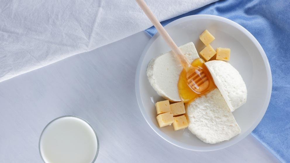 Receta de queso fresco con miel y frutos rojos