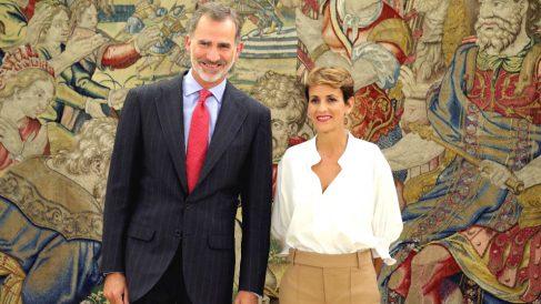 El rey Felipe VI junto a la presidenta del Gobierno de Navarra, María Chivite, en el Palacio de La Zarzuela. (Foto: Efe)