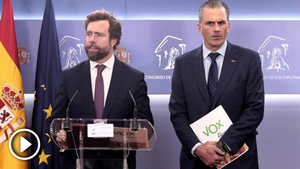 Iván Espinosa de los Monteros y Javier Ortega Smith, de Vox, en una rueda de prensa en el Congreso de los Diputados. Foto: EP