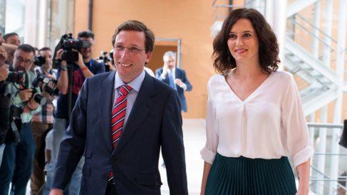 El alcalde José Luis Martínez-Almeida y la presidenta Isabel Díaz Ayuso. (Foto. Comunidad)