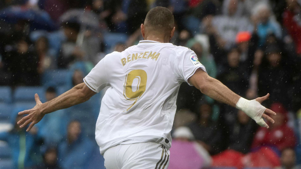 Benzema celebra un gol. (AFP)