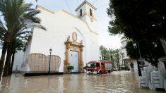 La Iglesia de Dolores anegada por las fuertes lluvias. Foto: EFE