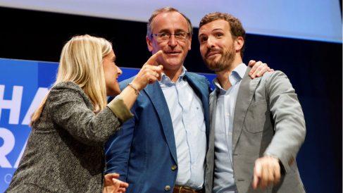 Pablo Casado (d), Alfonso Alonso y Amaya Fernández. (Foto: EFE)