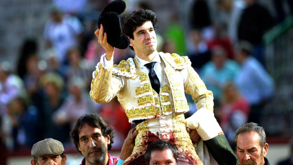 Alberto López Simón sale a hombros este sábado en Valladolid (Foto: EFE).