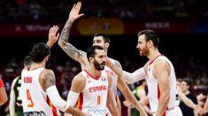 Los jugadores de España se felicitan tras ganar a Australia. (Getty)