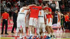 Los jugadores de España de baloncesto celebran la victoria ante Australia. (Getty)
