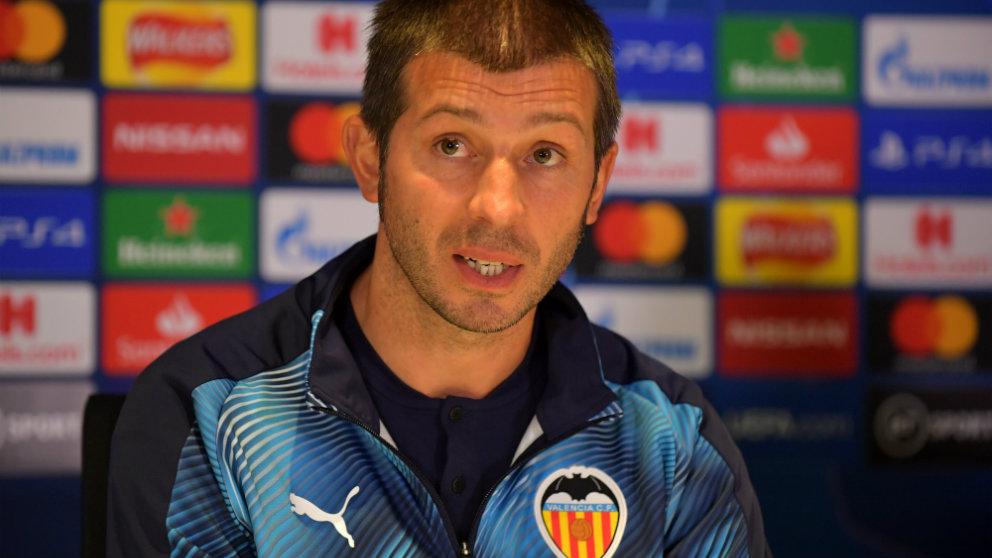 Albert Celades en Stamford Bridge (AFP)