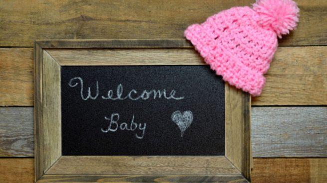Cómo hacer un cartel de bienvenida para bebé