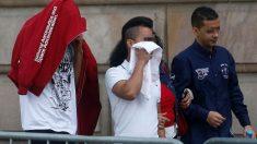 Tres de los acusados de violación múltiple en Manresa en 2016 al entrar a la Audiencia de Barcelona. Foto: EFE
