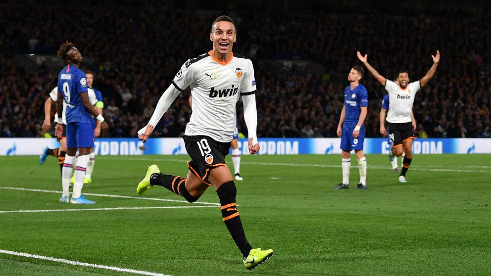 Rodrigo celebra su gol ante el Chelsea. (AFP)
