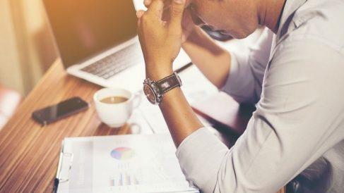¿Cuáles son los riesgos de pasar mucho tiempo sentado?
