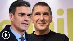Pedro Sánchez y Arnaldo Otegi.