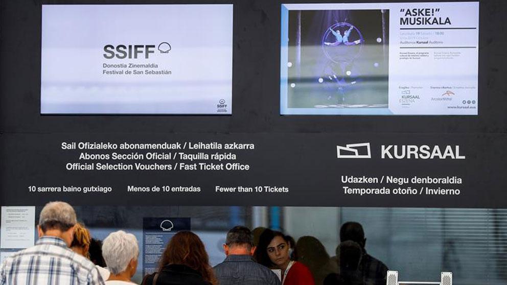 Vista de la taquilla del auditorio Kursaal, donde se compran las entradas para las películas del Festival Internacional de Cine de San Sebastián, cuya 67 edición se celebrará entre el 20 y el 28 de septiembre. Foto: EFE
