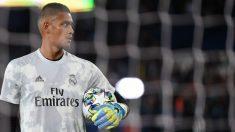 Areola, en el calentamiento del Real Madrid previo al partido contra el PSG. (AFP)