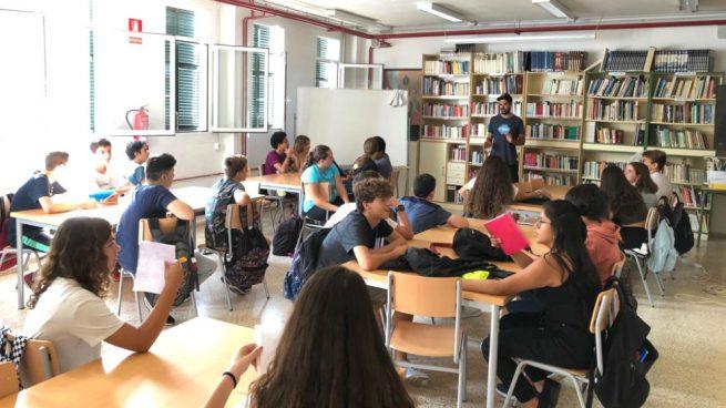 El PSOE autoriza a los espías lingüísticos de Torra a dar «talleres» de catalán en institutos de Baleares