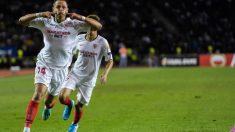 Chicharito Hernández celebra un gol ante el Qarabag (Sevilla Fútbol Club)