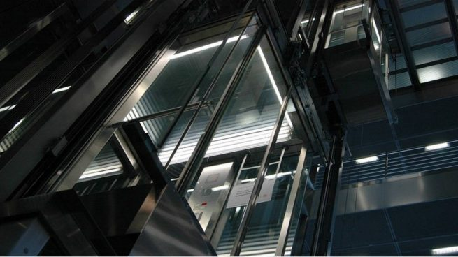 Los edificios sin ascensor encierran a los ancianos: 300.000 casas pueden instalarlo