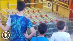 Los menores de edad presenciaron entre risas el atraco a mano armada a un supermercado en Avilés.