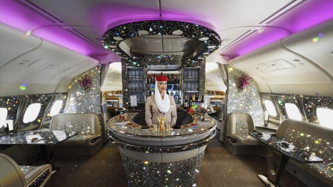 Facebook: Emiratos Árabes Unidos presenta su avión con cabina de diamantes
