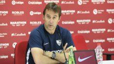 Julen Lopetegui en rueda de prensa (@SevillaFC)