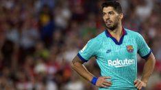 Luis Suárez se lamenta de la derrota ante el Granada. (AFP)