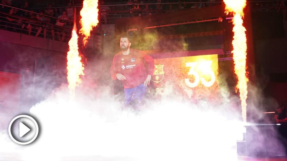 Mirotic, en su presentación como jugador del Barça. (ACB)