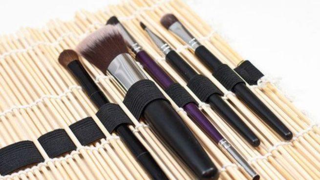 Hacer un organizador de maquillaje con esterillas de sushi