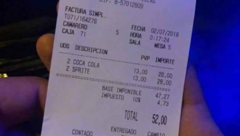 Una clienta denuncia la factura de un bar de Barcelona: 42 € por 3 refrescos, dos zumos y una cerveza