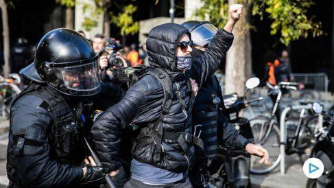 Un detenido en los altercados del 21-D (Foto: EP)