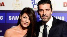 Buffon junto con Ilaria D'Amico.