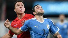 Matías Viña con Uruguay en un amistoso ante Estados Unidos (AFP)