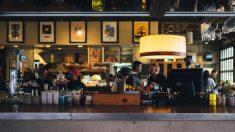 Los bares son el punto de encuentro típico español