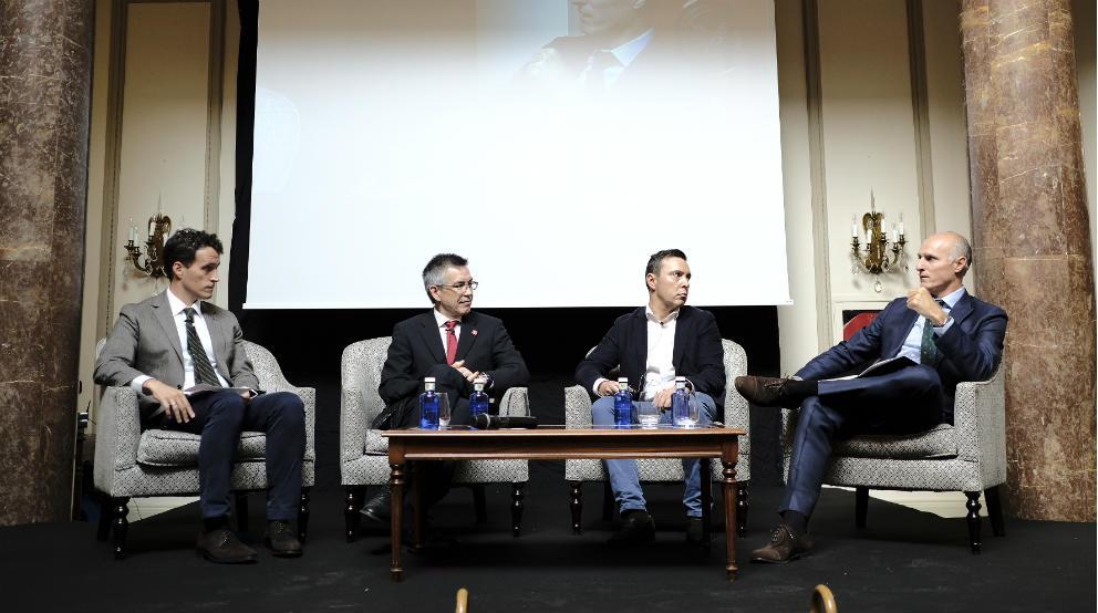 De izquierda a derecha: David Gracia, dircom de Anged; Agustín Markaide, presidente de Eroski; Alberto Álvarez, CEO de Media Markt Iberia e Ignacio Sánchez-Villares, CEO de Leroy Merlin España