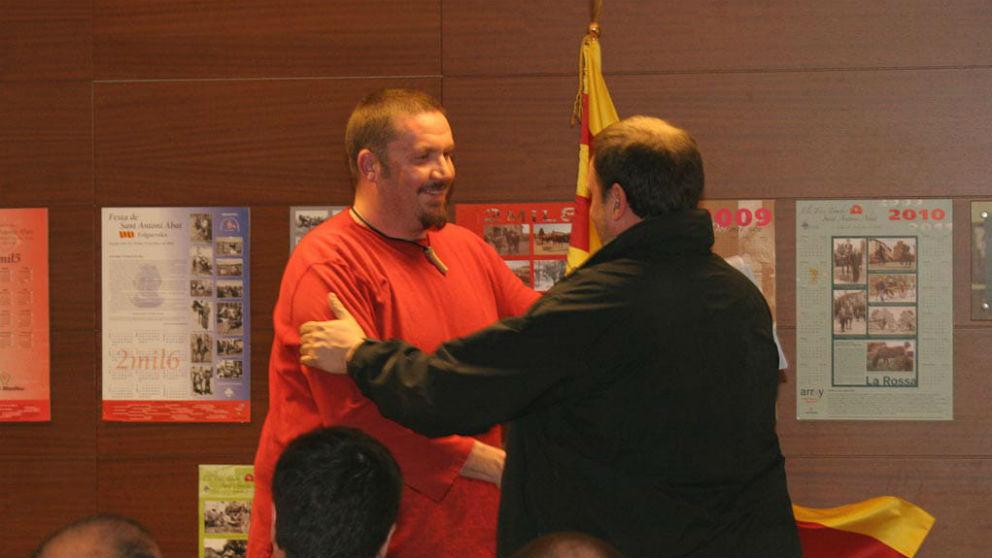 Xavier Buigas y Junqueras se saludan en una imagen de 2011. (Foto: ERC)