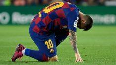 Messi fue sustituido tras sufrir una lesión en el muslo de su pierna izquierda. (AFP)