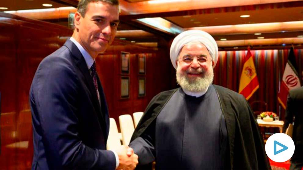 Pedro Sánchez saluda al presidente de Irán Hassan Rouhani.