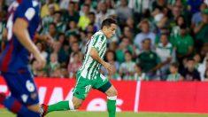 Andrés Guardado en un partido ante el Levante (Real Betis)