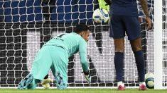 Keylor Navas, tras encajar gol con el PSG. (AFP)