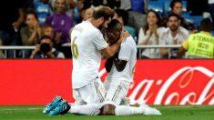 Vinicius Jr celebra con Nacho su gol. (EFE)