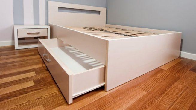 como hacer un cajón de almacenamiento para debajo de la cama